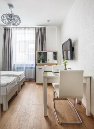 Room 104 07