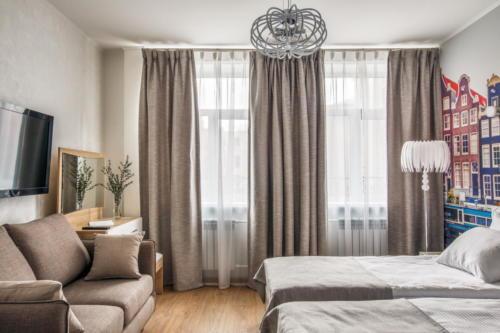 Room 107 06