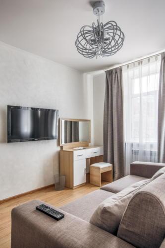 Room 110 04