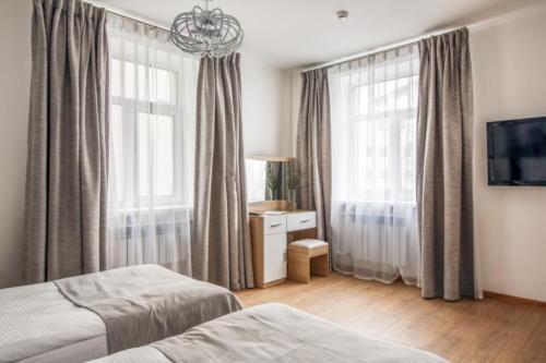 Room 111 04