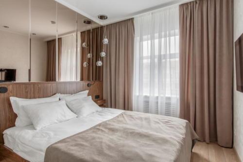 Room 404 02