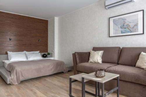 Room 405 02