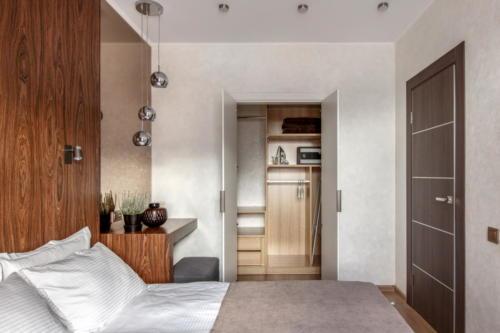 Room 406 02