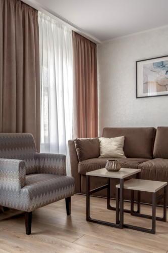 Room 406 07