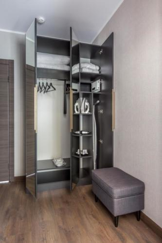 Room 211 06
