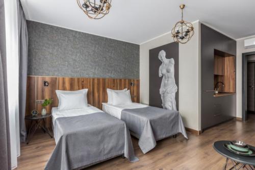 Room 210 01