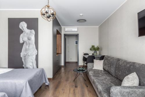 Room 210 03