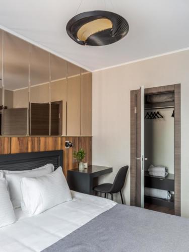 Room 206 03