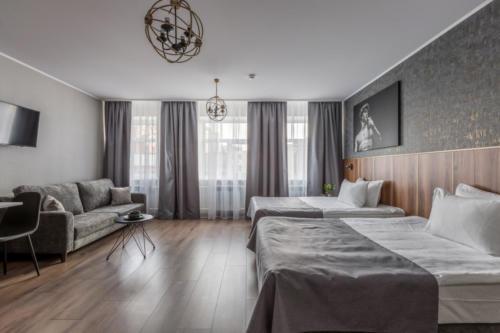 Room 207 02