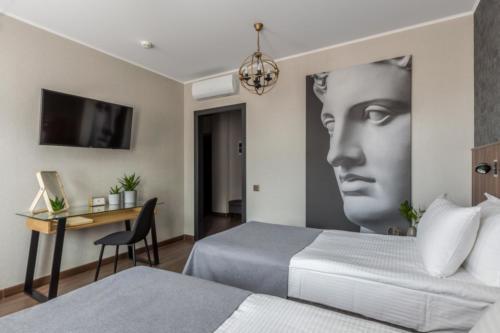 Room 205 03